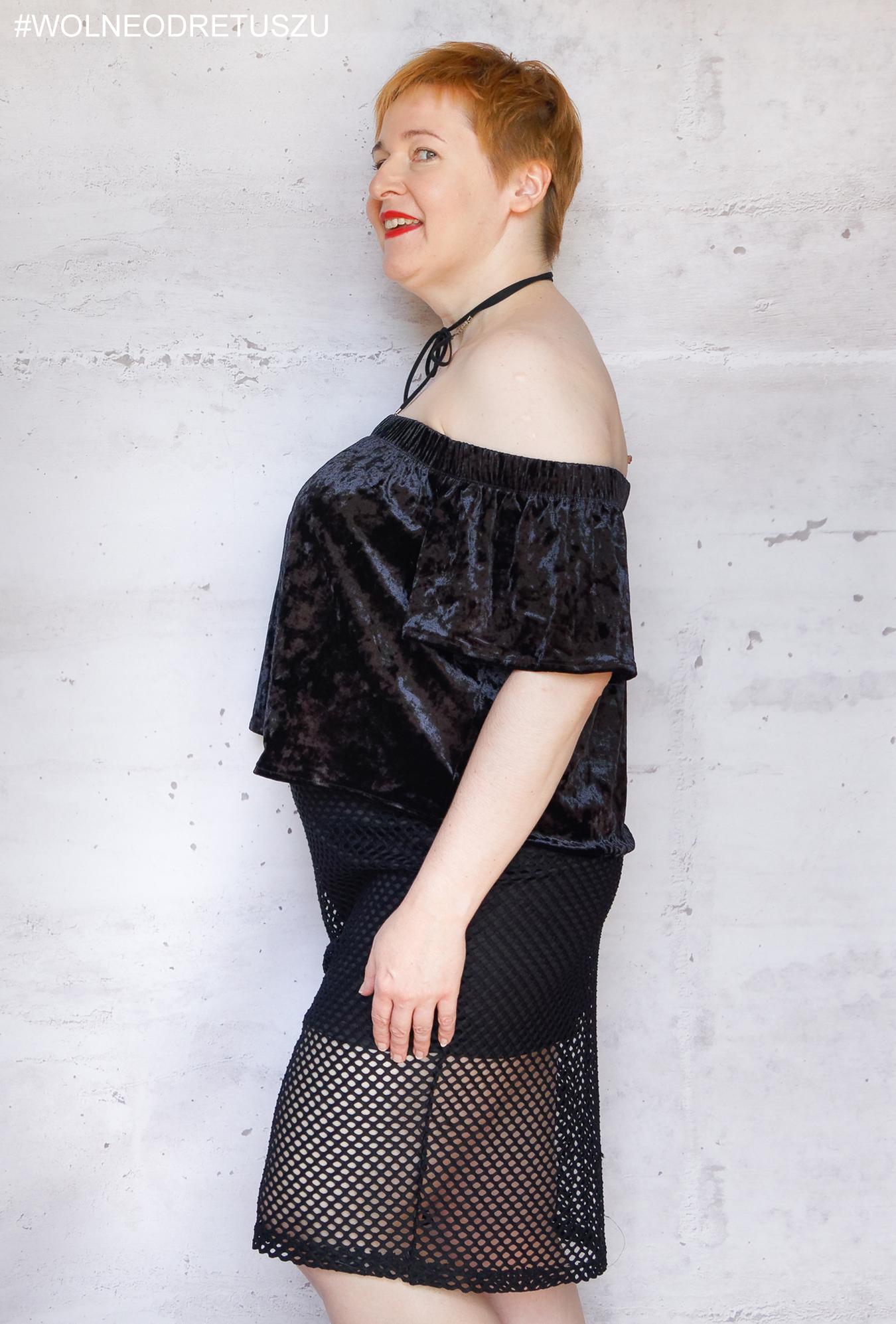 Stanik: Porcelain Elan moulded strapless rozmiar 38FF, Ubranie: czarna bluzka hiszpanka i spódnica: Forever 21+, rozmiar 1X