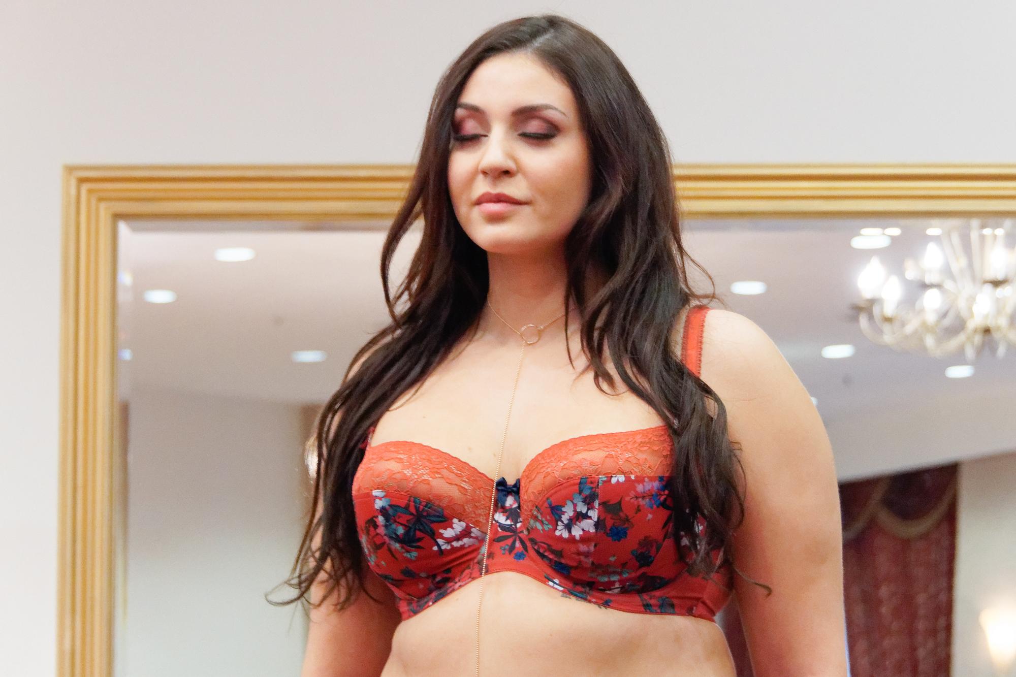 Joanna Cesarz, zwyciężczyni programu Supermodelka Plus Size, na pokazie Panache (Sculptresse)